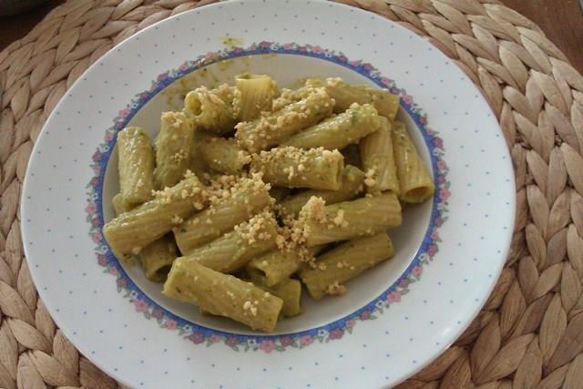 Guylaine - Pâtes à l'huile pesto et parmesan d'amandes
